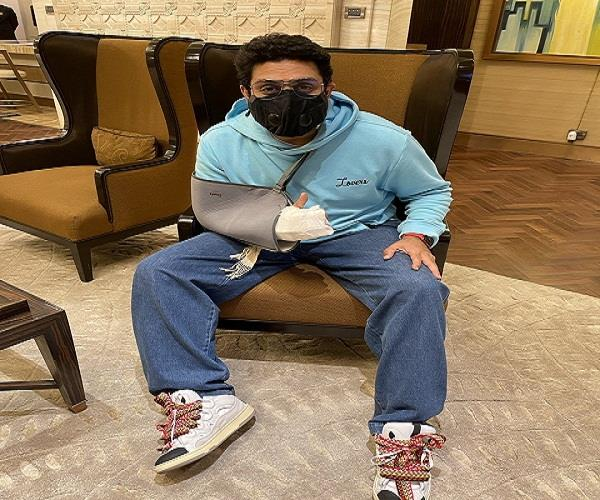 abhishek bachchan shared a photo after suffering a hand injury