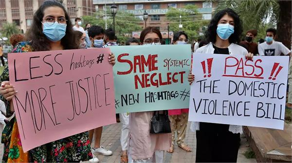 violence against women on the rise in pakistan and afghanistan