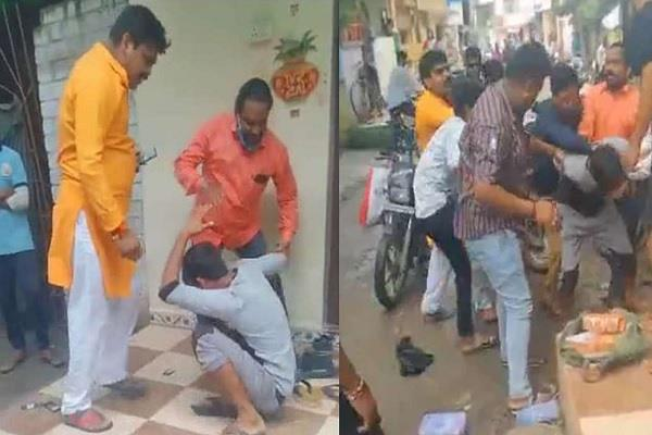 the bangle man was beaten up by asking for his name in indore