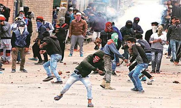 kashmir stone pelters will not  govt job  not passport verification