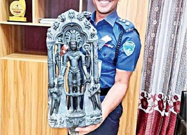 police recovered black stone idol of lord vishnu in bangladesh
