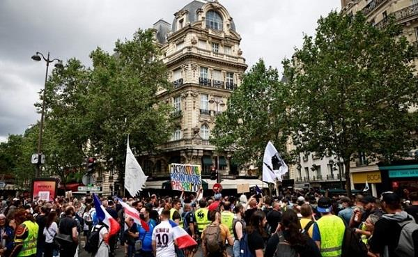 protests in france over covid 19 pass 19 protesters arrested