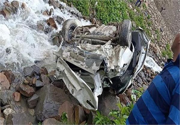 himachal  car fell into a drain in lahaul spiti  one died