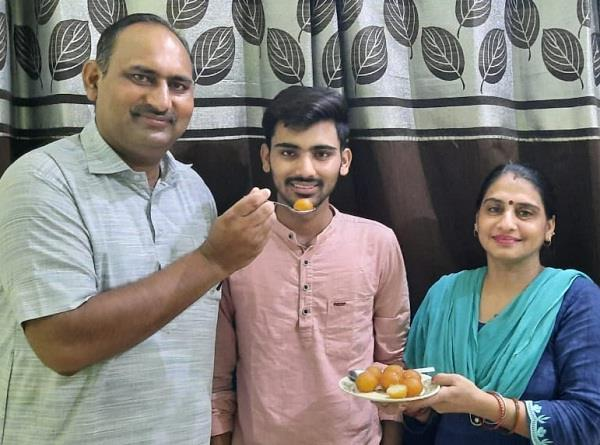 in class xii  dikshit sharma scored 96 6 percent marks