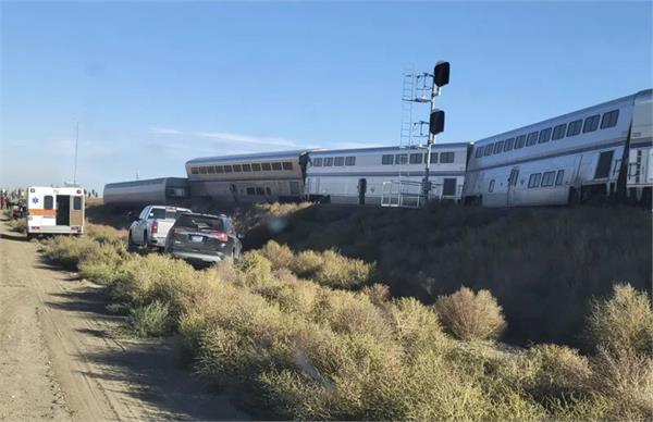 several injured as train carrying over 140 passengers