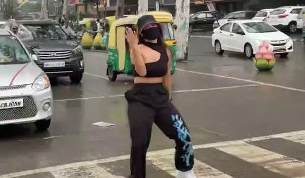 indore woman dancing on zebra crossing