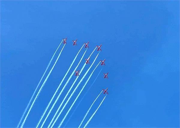 j k indian air force conducts an air show at dal lake