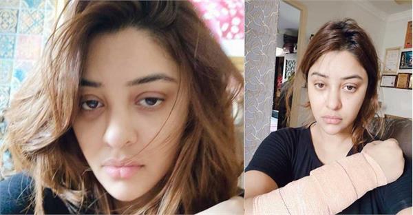 bollywood actress payal ghosh acid attack