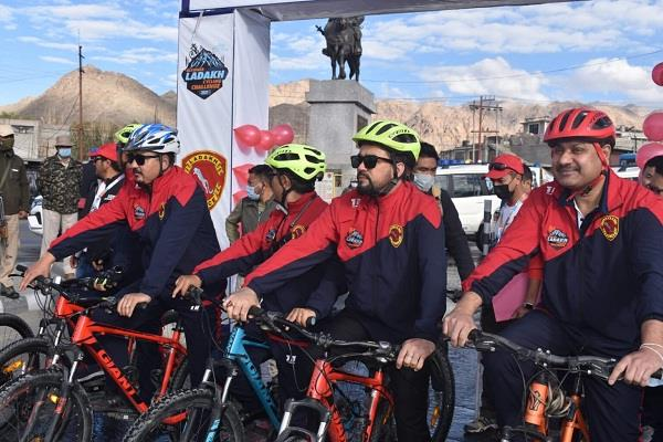 thakur gives green signal to ultimate ladakh cycling challenge