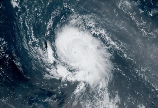 sam becomes the season  s 4th major hurricane in central atlantic