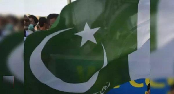 security personnel attacked in pakistan  four killed  two injured