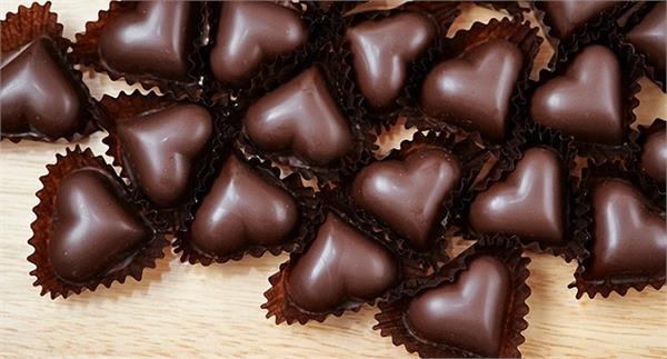 weight loss  chocolate  stress  blood pressure  benefits