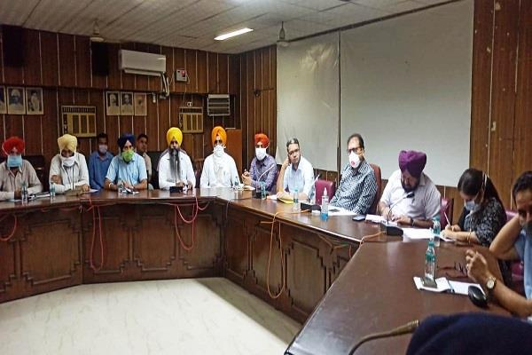 dc holds meeting with civil and police officials on