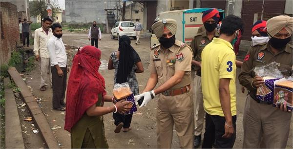 punjab police distributes the grocery to needy people